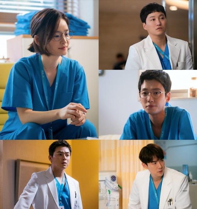 2일 방송될 '슬기로운 의사생활'에서 다섯 친구의 이야기들이 베일을 벗는다. /사진제공=tvN