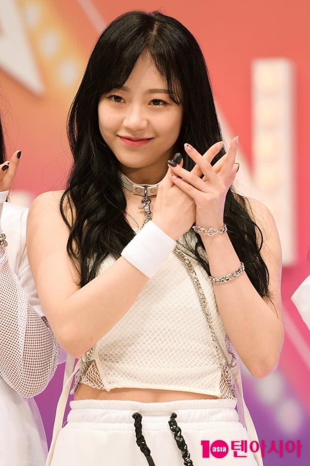 [TEN 포토] 시그니처 지원, '사랑스러운 포인트 안무 소개'