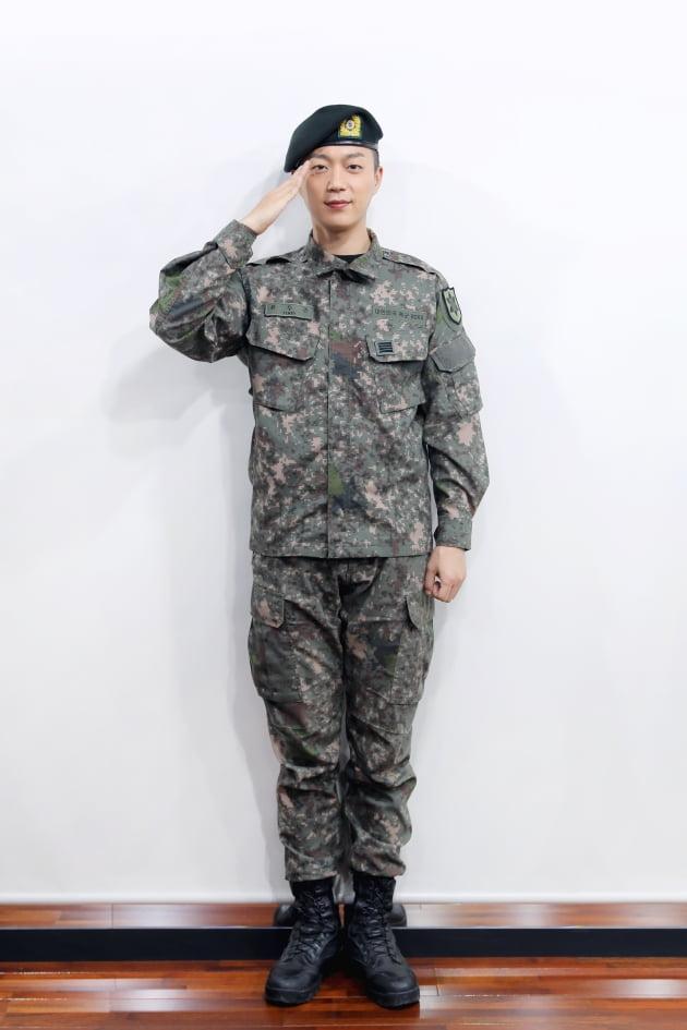 그룹 하이라이트의 윤두준 / 사진제공=어라운드어스엔터테인먼트