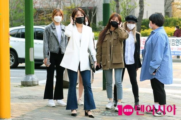 [TEN 포토] 네이처 '주민센터 앞에서 미모 뿜뿜'