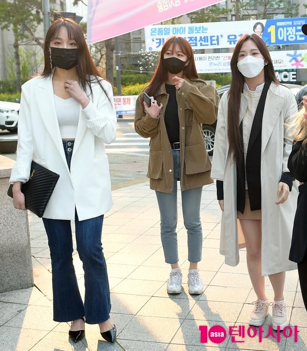 [TEN 포토] 네이처 새봄X소희X채빈 '투표소 가는길'