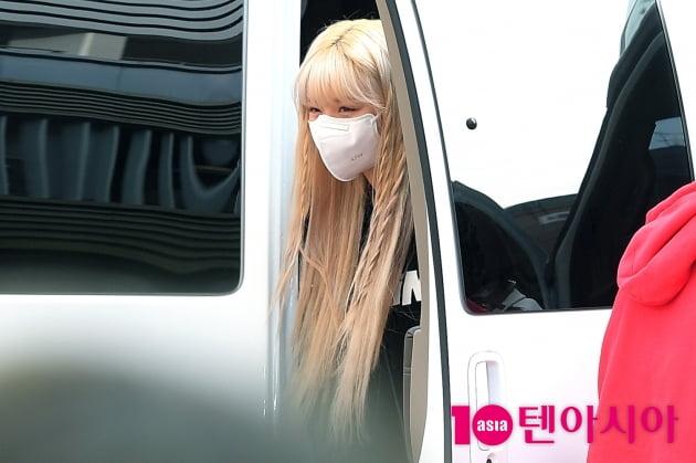 [TEN 포토] 여자아이들 수진 '차에서 빼꼼…귀요미'