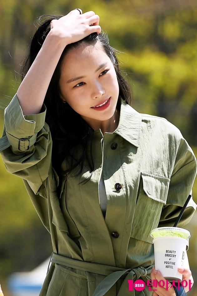 [TEN 포토] 에이핑크 손나은 '봄 햇살 가득 받은 미모'