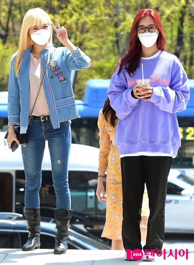 [TEN 포토] 에이핑크 김남주X윤보미 '머리에도 꽃이 피었어요'