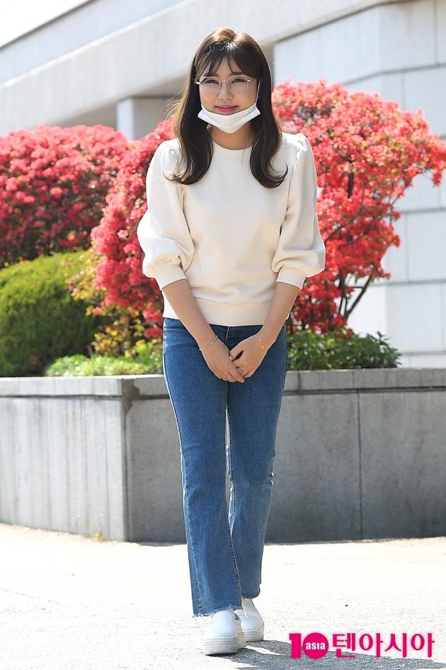 안경 쓰고 순둥미 뿜뿜…매력 부자 송가인이어라~