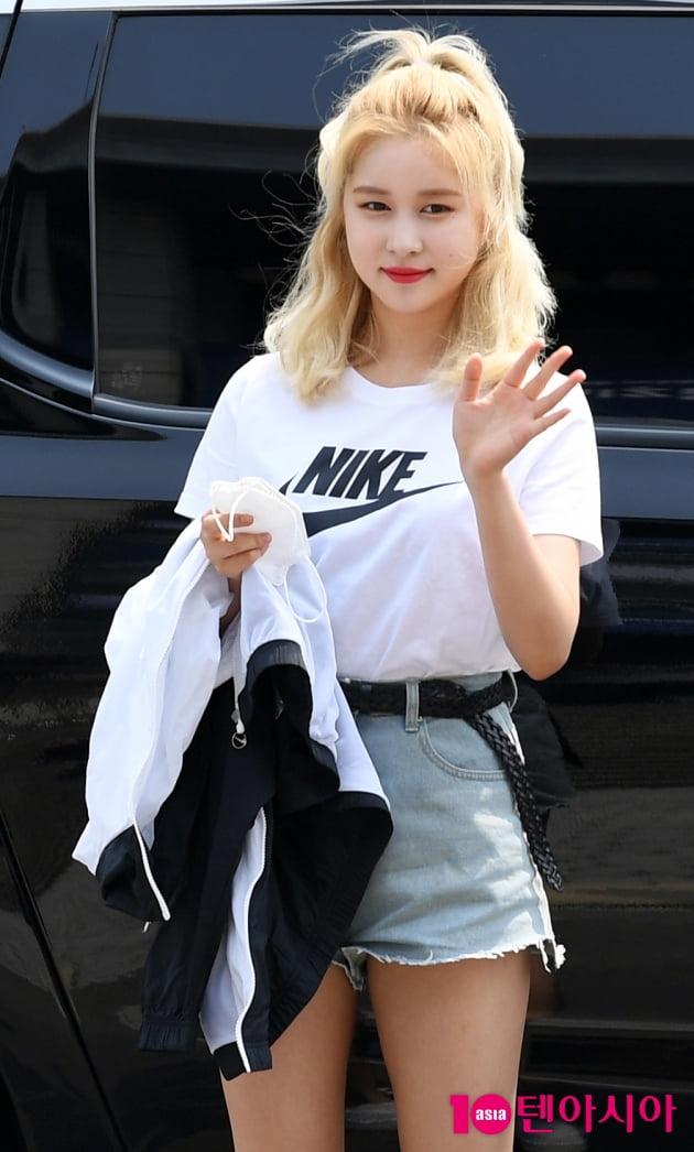 [TEN 포토] 우주소녀 다영 '청핫팬츠+흰티만 입어도 시선강탈'