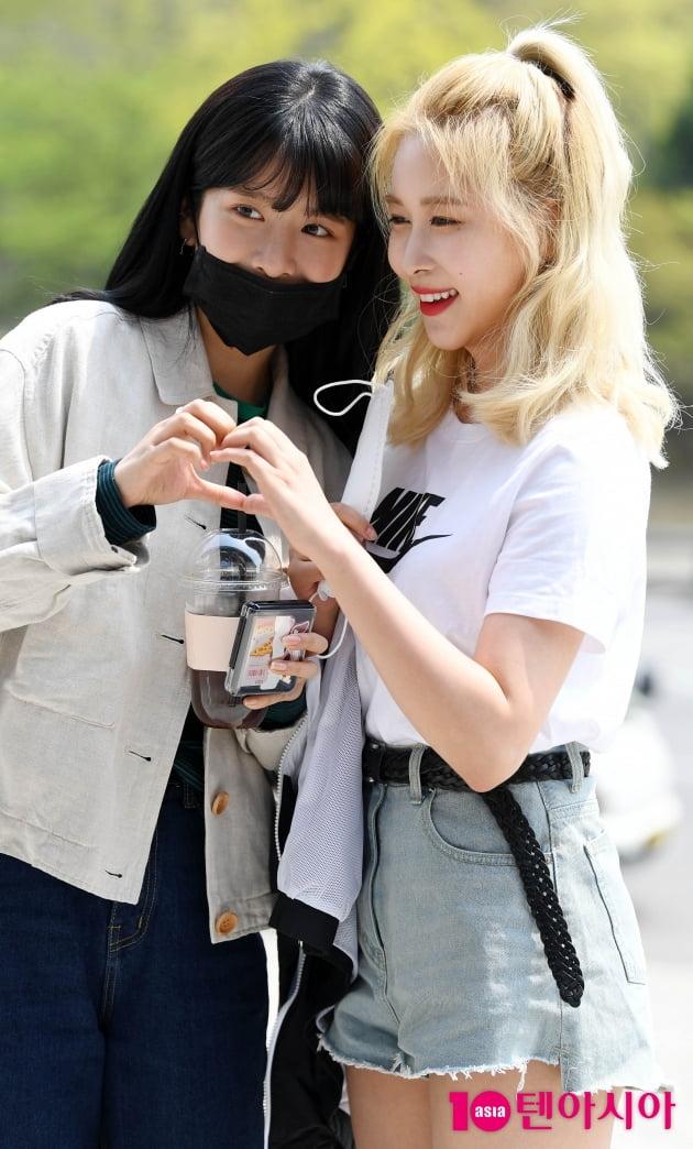 [TEN 포토] 우주소녀 엑시-다영 '상큼 발랄한 출근길'