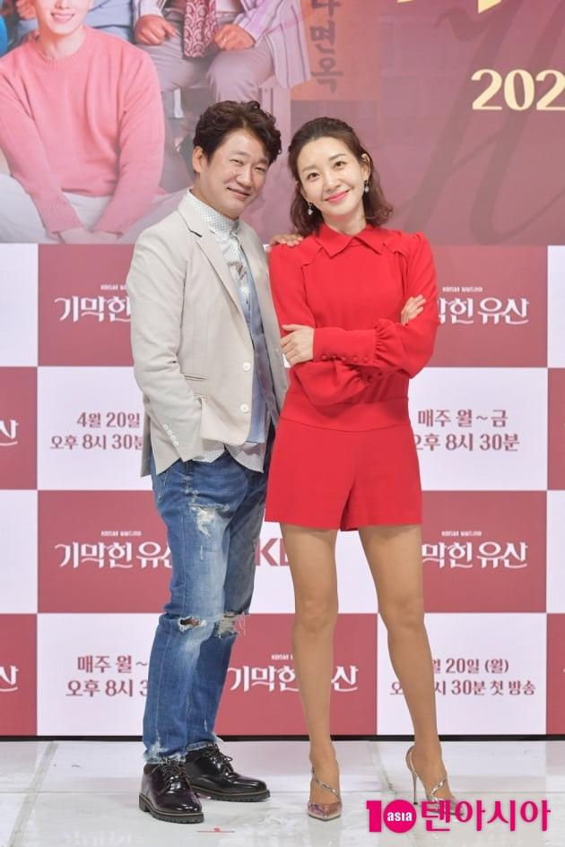 [TEN 포토] '기막힌 유산' 강신조-이아현 '다정한 연인처럼'