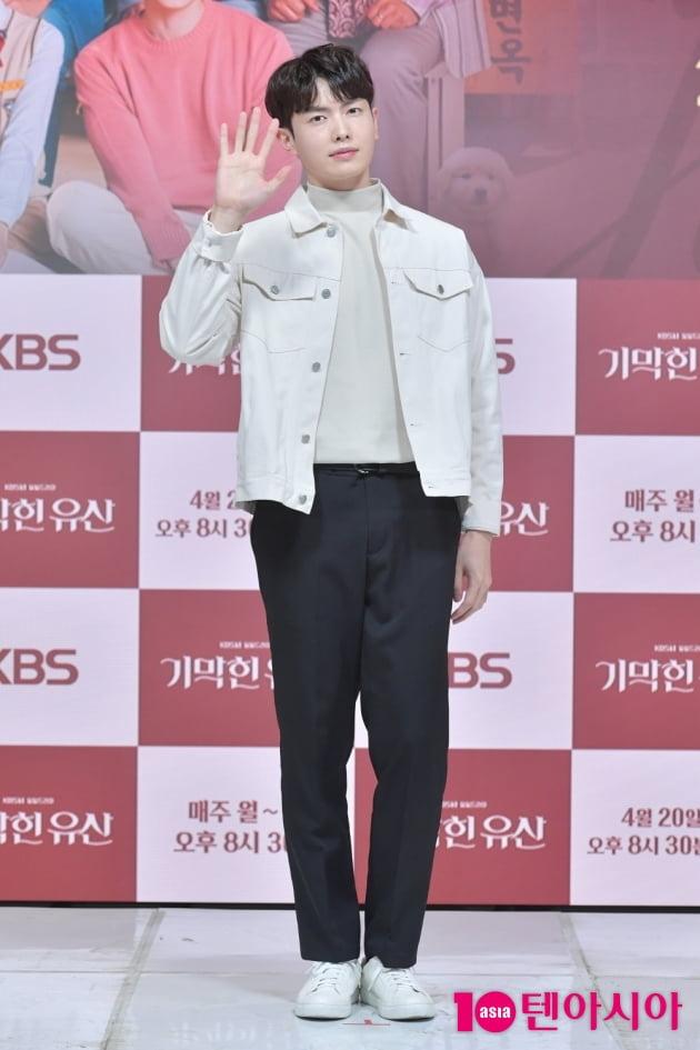 [TEN 포토] '기막힌 유산' 박신우 '떨리는 포토타임'