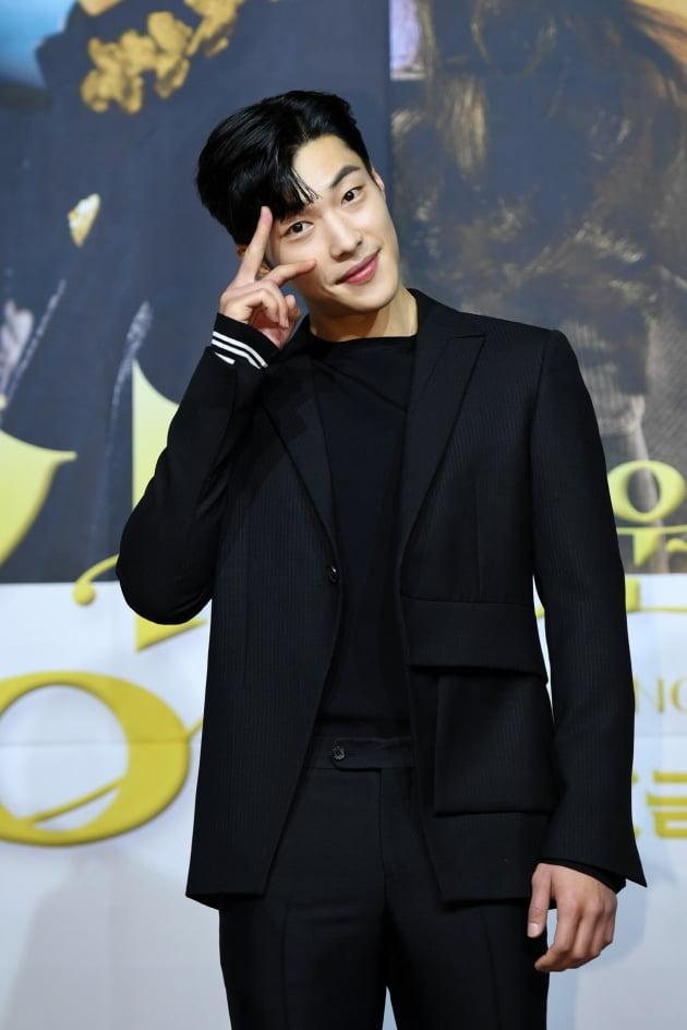 배우 우도환이 16일 오후 온라인 생중계된 '더 킹' 제작발표회에 참석해 포즈를 취하고 있다. /사진제공=SBS