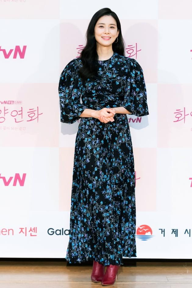 [TEN 포토] '화양연화' 이보영, '화려한 드레스에 시선 집중'