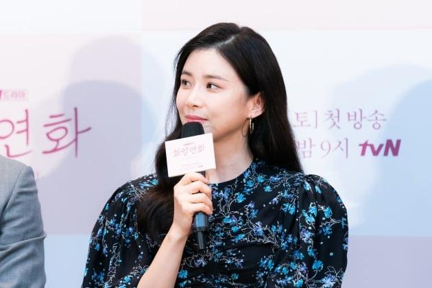 배우 이보영이 17일 오후 온라인 생중계된 tvN 새 토일드라마 '화양연화 - 삶이 꽃이 되는 순간' 제작발표회에 참석했다. /사진제공=tvN