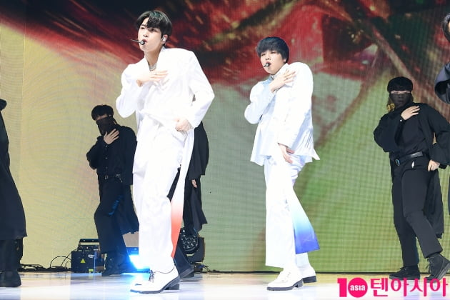 [TEN 포토] H&D 이한결-남도현 '섹시한 춤선'