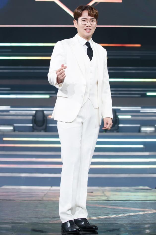 [TEN 포토] '로드 투 킹덤' 장성규, '어색한 미소가 매력'