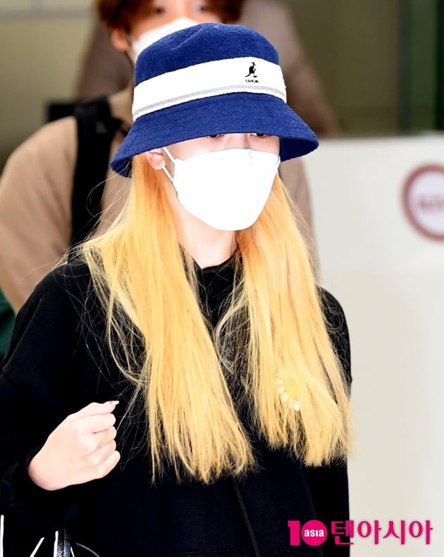[TEN 포토] 트와이스 미나 '새로운 앨범 기대하세요'