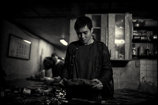 '기생충: 흑백판' 스틸 / 사진제공=CJ엔터테인먼트