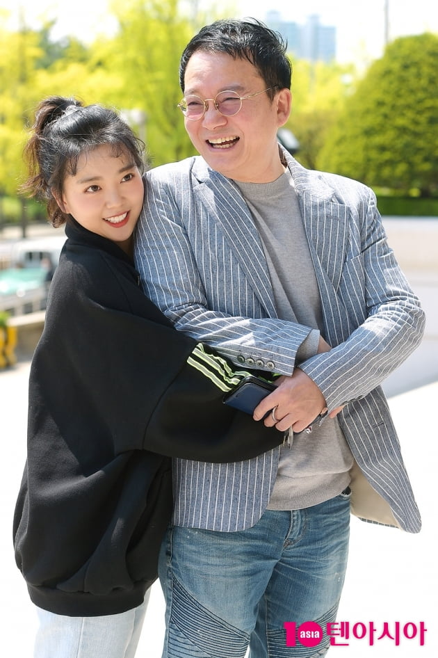 [TEN 포토] 요요미 '사랑스러운 아빠 바보'