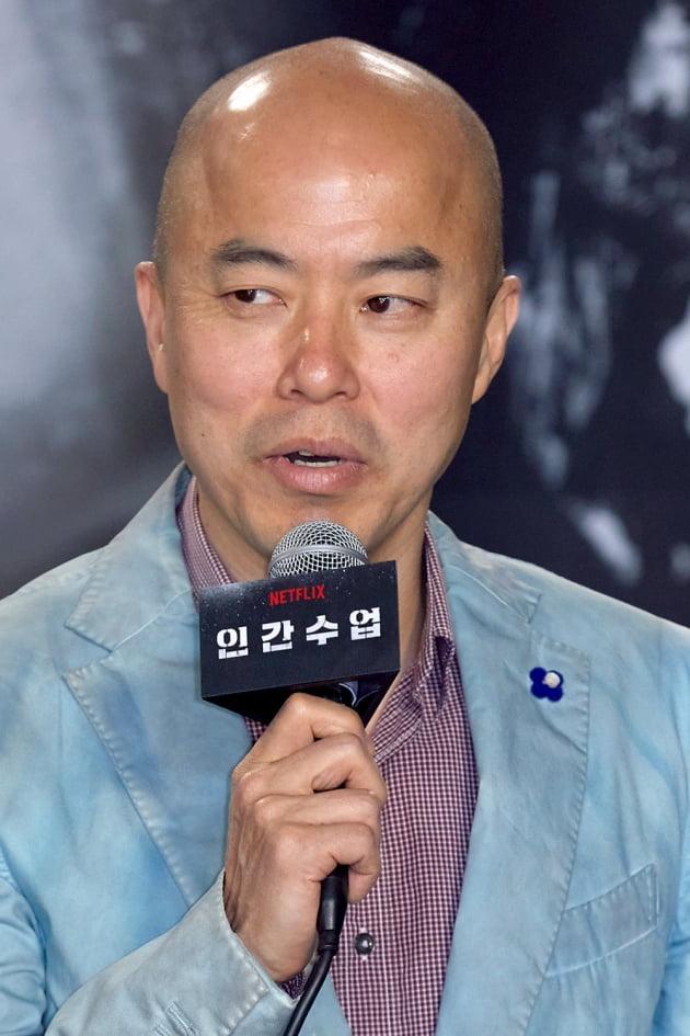 [TEN 포토] 소감 발표하는 '인간수업' 김진민 감독