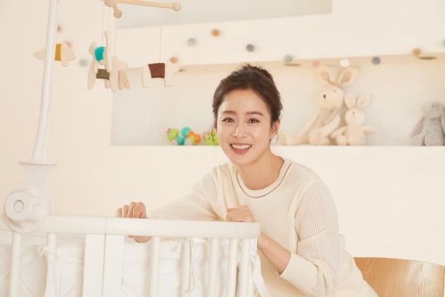 tvN 드라마 '하이바이, 마마!'에서 아이 한 번 안아보지 못한 아픔에 이승을 맴도는 유령 엄마 차유리 역으로 열연한 배우 김태희. /사진제공=스토리제이컴퍼니