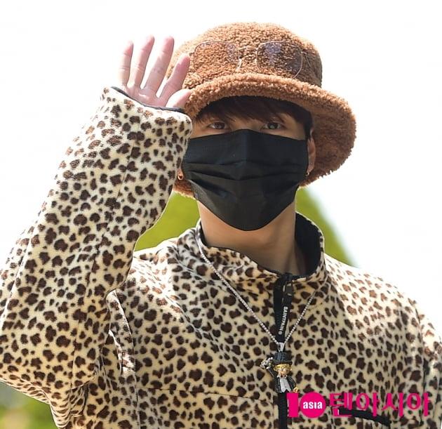 [TEN 포토] 갓세븐 잭슨, '귀여움 더하는 뽀글이 모자'