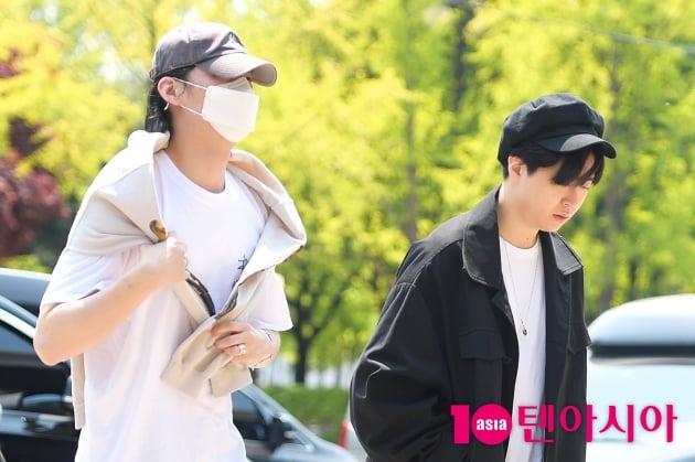 [TEN 포토] 갓세븐 JBX영재, '햇살이 눈부셔~'