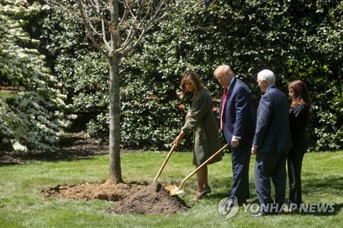 """트럼프 """"코로나19 대응 진전으로 국립공원 다시 열 것"""""""