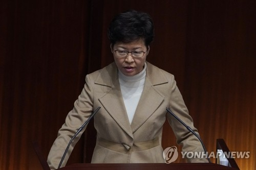 코로나19 사태에도 연봉 1천900만원 올린 홍콩 캐리 람