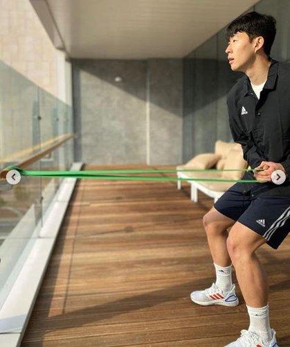 손흥민 '축구의 신' 메시 선정 '챔스 최고 25인'에 포함