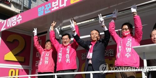 """[총선 D-7] 통합당 """"문대통령 리더십이 안보인다""""…관권선거 의혹제기도(종합)"""