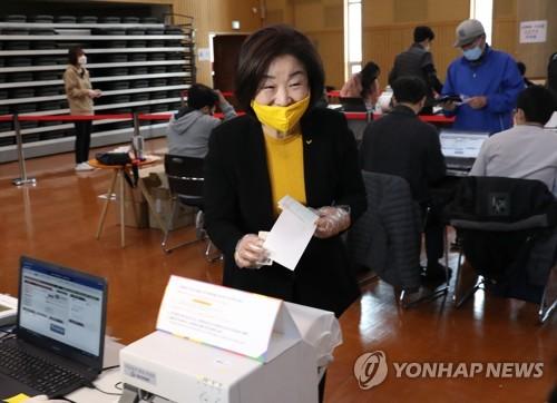 여야, 사전투표 총력전…민주 '충청'·통합 '수도권'서 표결집