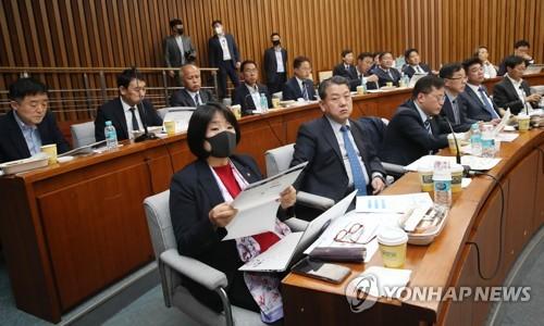 """기재부 차관 """"코로나19로 인한 수출 충격 이달부터 본격화""""(종합)"""