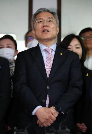 지난 16일 열린민주당 당사에서 당선 소감을 밝히는 최강욱 후보. / 사진=연합뉴스