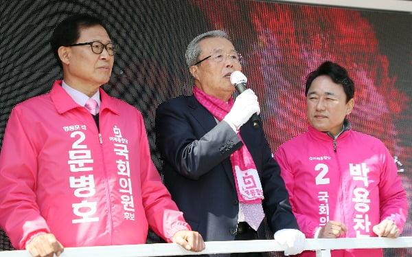 영등포 후보 지원유세하는 김종인 선대위원장. 사진=뉴스1