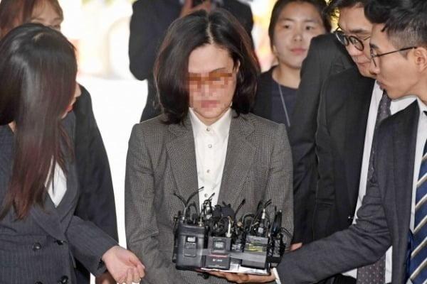 법원이 자녀 입시비리와 사모펀드 의혹 등으로 구속기소 된 정경심 동양대 교수의 구속기간을 연장하지 않기로 했다./사진=연합뉴스