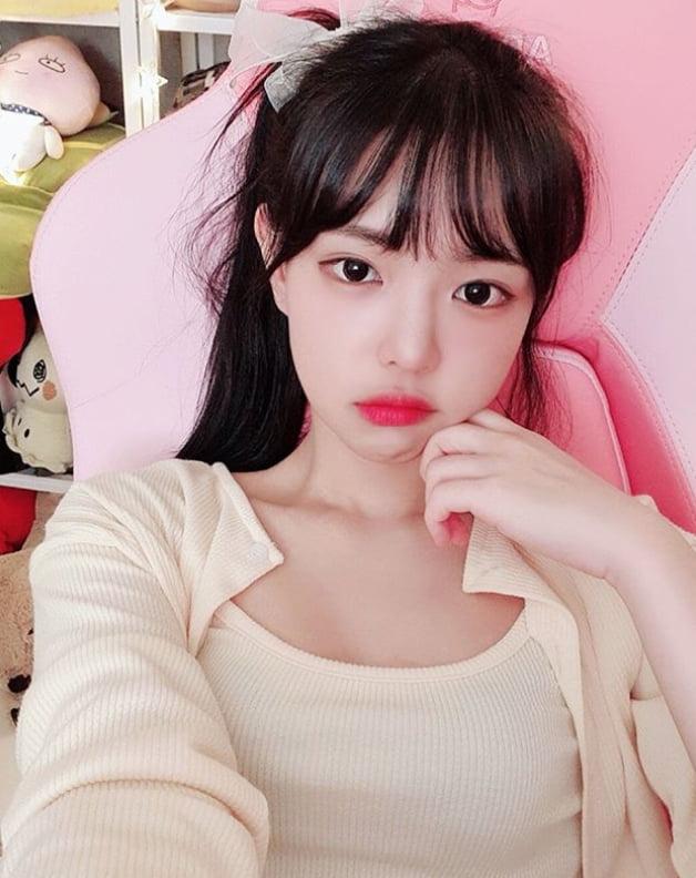 포토 드림캐쳐 수아 우아한 포즈 | 한경닷컴