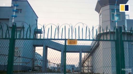 중국 신장위구르 자치구 재교육 수용소 모습 [사진=로이터 영상 캡처]