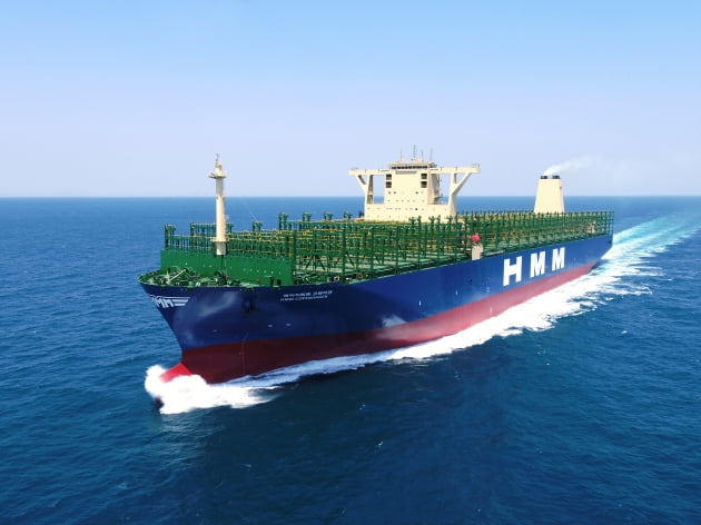 대우조선해양, 스마트십 솔루션 탑재한 초대형 컨선 HMM에 인도