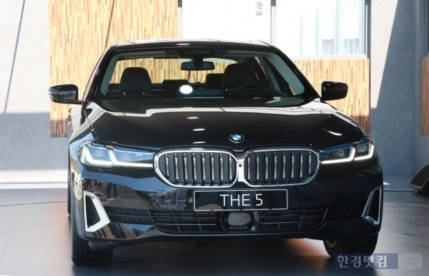 BMW가 27일 한국에서 월드 프리미어 행사를 열고 뉴 5시리즈를 최초 공개했다. 사진=조상현 한경닷컴 기자