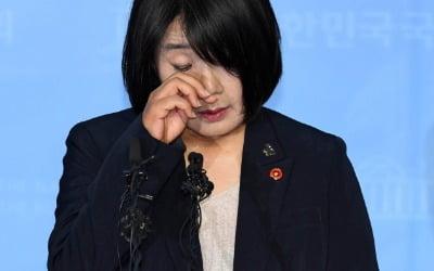 """日의원 """"文정권 근간 무너지는 것"""" 폭탄 발언"""