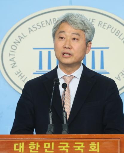 """김근식 """"윤미향, 기자회견서 거짓 부인과 변명의 진땀 흘려"""""""