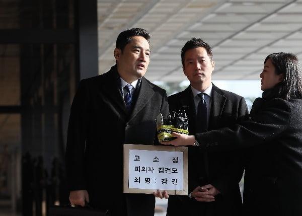 유튜브 채널 '가로세로연구소'의 강용석 변호사(왼쪽)와 김세의 전 MBC 기자(오른쪽). 사진=연합뉴스