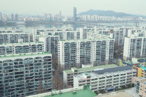 강남 3구의 주요 아파트들 매매가가 급락했다. 사진=연합뉴스
