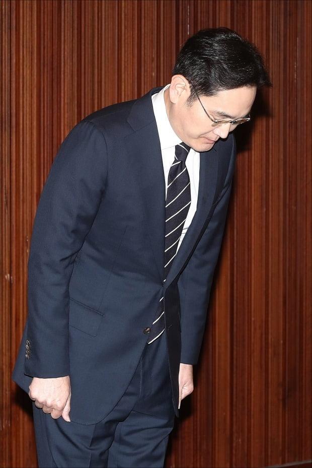 이재용 고개 숙이니 삼성그룹株 올랐다