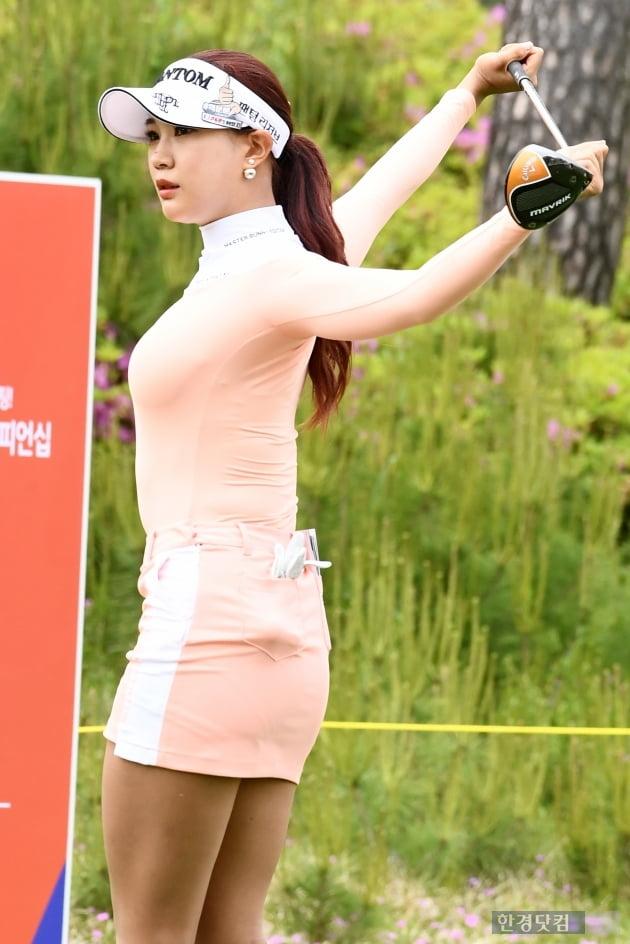 [포토] 유현주, '스트레칭은 충분히~'