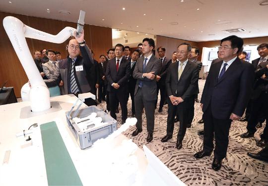 조선업 수주 절벽 위기…'로봇'·'초고압 변압기'에 기대 거는 현대重그룹