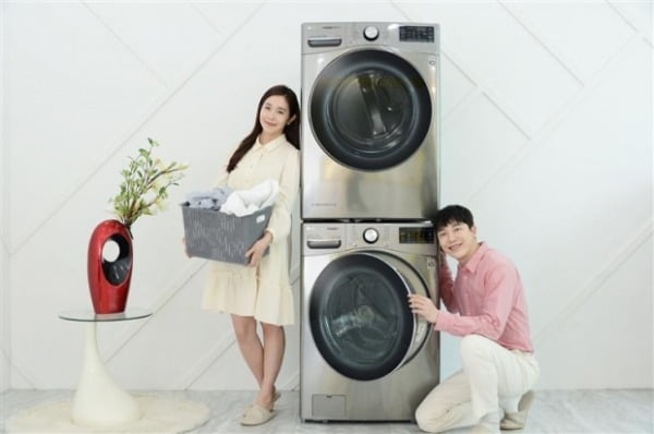 LG트롬건조기스팀씽큐(상)+인공지능 DD세탁기 'LG트롬세탁기씽큐(하)'/사진제공=LG전자
