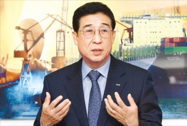 배재훈 HMM 사장이 3일 서울 연지동 사옥에서 한 인터뷰에서 해운산업 재건 의지를 밝히고 있다.  김범준 기자 bjk07@hankyung.com