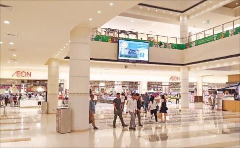 일본 이온그룹이 프놈펜에 설립한 쇼핑센터 이온몰.