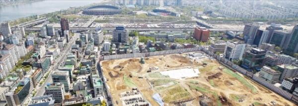 이달 착공하는 서울 삼성동 현대자동차그룹 글로벌비즈니스센터(GBC) 부지. GBC는 국내에서 가장 높은 569m, 지상 105층 규모로 지어진다.  연합뉴스