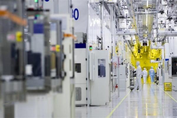 """美 """"반도체 자급할 것""""…TSMC·삼성전자 공장 확대 추진"""